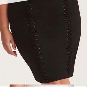 Torrid Black short strechy skirt Size 3 or 3 X